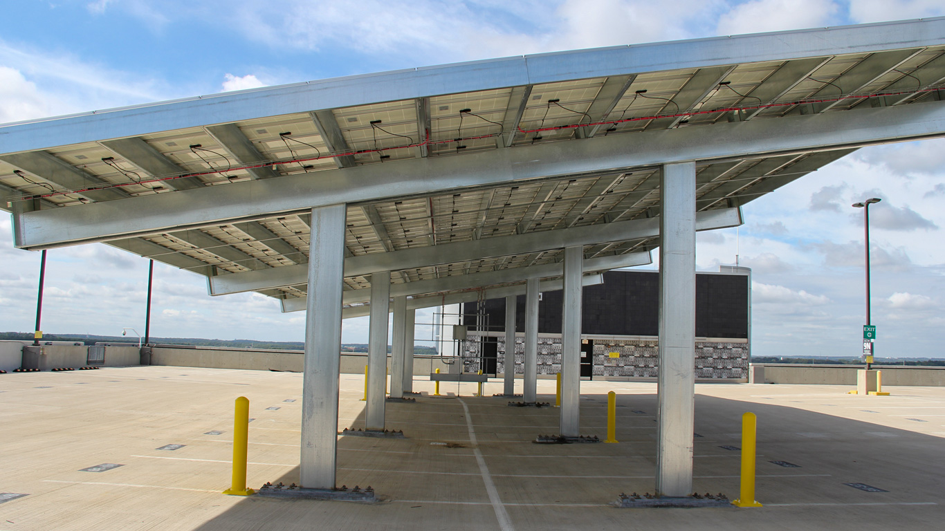 Solar Carports Pre-Engineered Frames Parking Garage with on Top Level